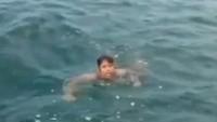 Kapal TNI AL Selamatkan Bocah Terombang-ambing di Tengah Laut