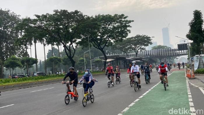 Pesepeda keluar jalur di Jalan Sudirman-Thamrin Jakpus, Minggu (20/6)