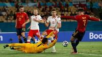Foto Momen Spanyol di Depan Gawang Polandia tapi Tidak Gol Juga