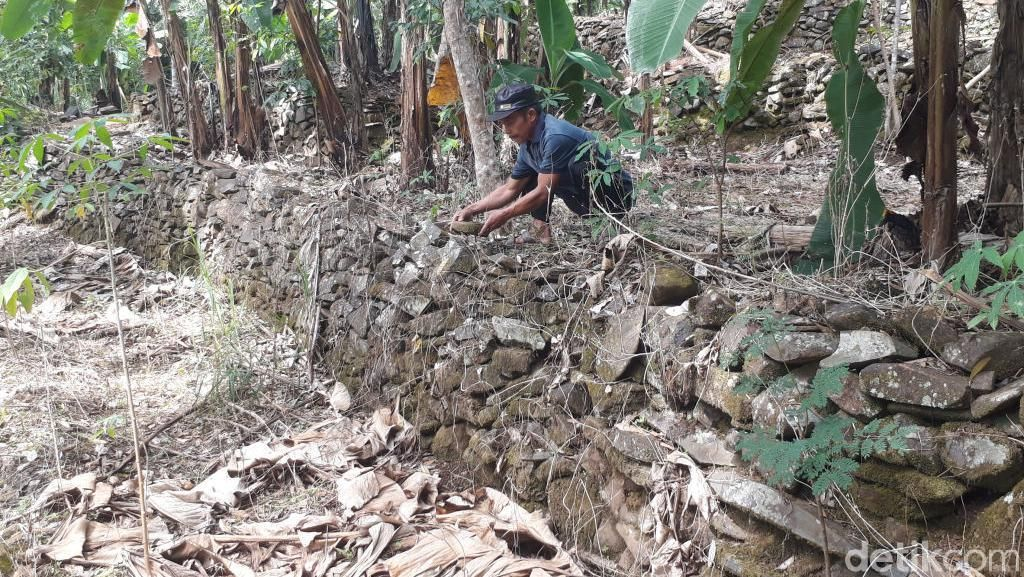 Desa di Pasuruan Ini Terlindungi Banjir dan Longsor Berkat Terasering Batu