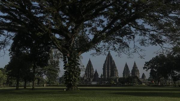 Suasana kawasan Wisata Candi Prambanan yang tutup di Sleman, DI Yogyakarta, Minggu (20/6/2021).
