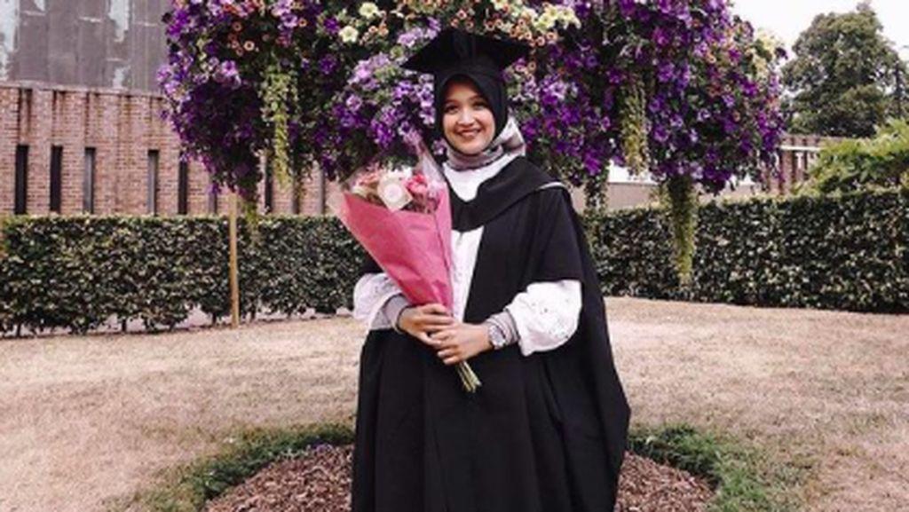 Kisah Putri, Alumni Penerima Beasiswa LPDP yang Mengenalkan Batik ke Dunia