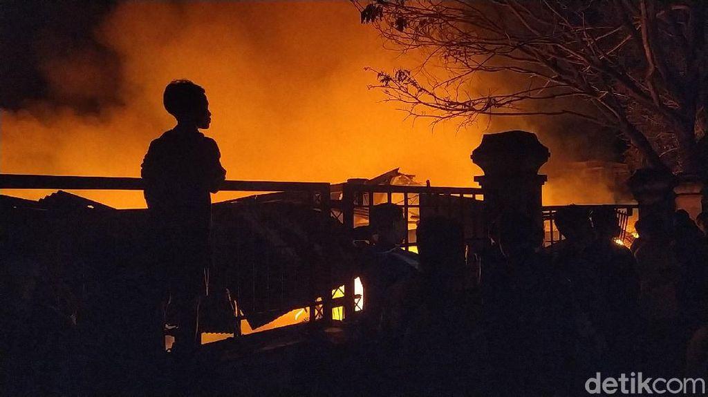 Kobaran Api yang Ludeskan Pasar Leles Garut