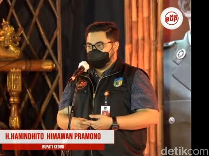 Bupati Kediri Hanindhito Himawan Pramana berterus terang pada warga soal kasus COVID-19 di wilayahnya. Menurutnya, saat ini Kediri tidak sedang baik-baik saja.