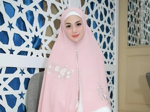 Pernah Gaya Pakai Hijab, Celine Evangelista Kini Tampil Bercadar