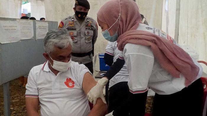 Arahan Presiden Jokowi mempercepat herd immunity di Indonesia lewat vaksinasi direspon cepat oleh Pemprov dan pelaku industri di tambang di Sultra. Ini buktinya.