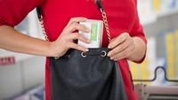 Kehabisan Uang Pas Traveling, Turis Ini Ngutil di Supermarket