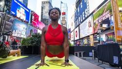 Hari Yoga Internasional diperingati setiap tanggal 21 Juni dan digelar oleh sejumlah orang diberbagai negara. Intip yuk foto-fotonya.