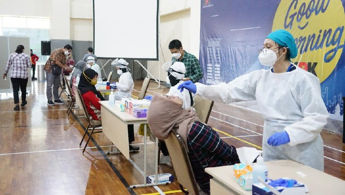 Pegawai KPK Tes Antigen di Tengah Kasus Corona Meningkat