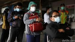 Penumpang KRL dites antigen secara acak lonjakan Corona. Salah satu stasiun yang melakukan tes antigen adalah Stasiun Bekasi, Senin (21/6/2021).