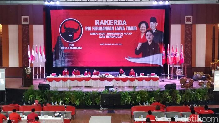 Nama Puan Maharani sebagai Capres 2024 menggema di Rakerda PDIP Jatim di Kota Blitar. Selain Ketua DPD PDIP Jatim Kusnadi, dukungan penuh juga disampaikan Ketua DPC PDIP Bangkalan yang mewakili seluruh pengurus di Madura.
