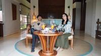 Momen Romantis Rian DMasiv dan Istri Makan Mewah di Bali