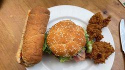 Gokil! Sandwich 1.830 Kalori Ini Dibuat dari Menu KFC, McD dan Subway