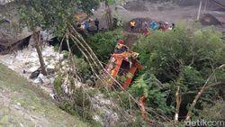 Truk Oleng Tabrak 3 Kendaraan di Wonosobo, 3 Orang Tewas dan 7 Luka