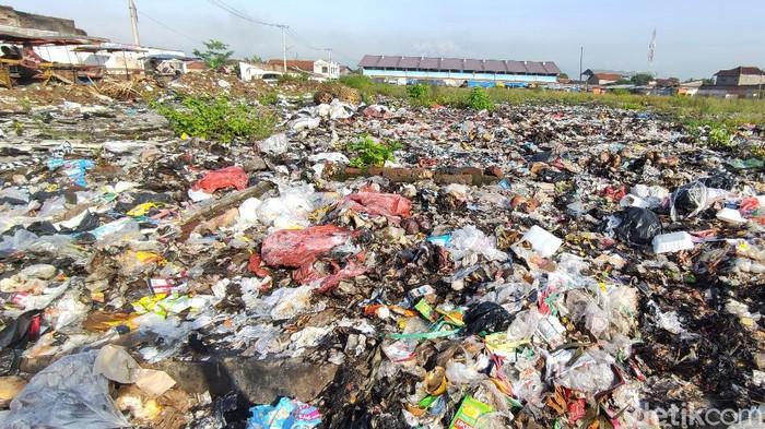 Tumpukan sampah di lahan eks Pasar Ciranjang Cianjur