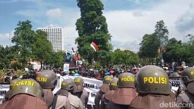 warga madura demo