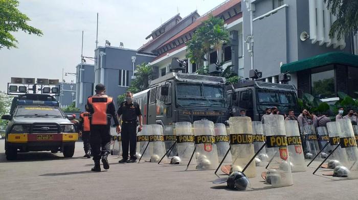Water Cannon, Kawat Berduri hingga K9 Disiapkan di Balai Kota Surabaya