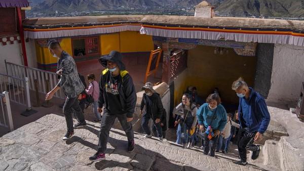 Istana Potala ini telah menjadi landmark dan simbol Tibet.