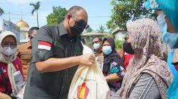 Andre Rosiade Bagikan Ribuan Sembako & Bantuan untuk Fasum di Padang