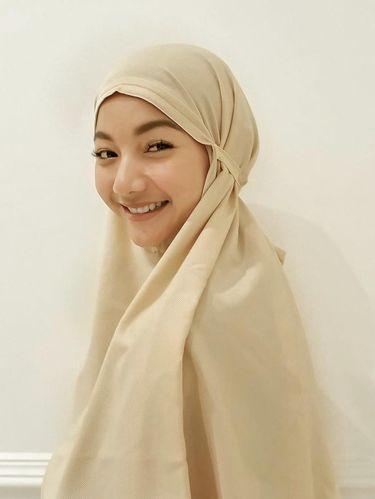 Potret Glenca Chysara memakai hijab.