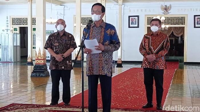 Gubernur DIY Sri Sultan Hamengku Buwono (HB) X saat sapa aruh di Balai Kota DIY, Selasa (22/6/2021).