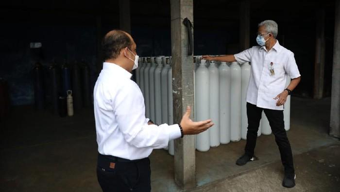 Gubernur Jateng Ganjar Pranowo mengecek ketersediaan oksigen
