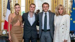 Hailey Bieber Bertemu Presiden Prancis Secara Resmi, Baju Seksinya Disorot