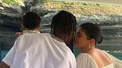 CLBK, Kylie Jenner Beri Kejutan Spesial Buat Travis Scott di Hari Ayah