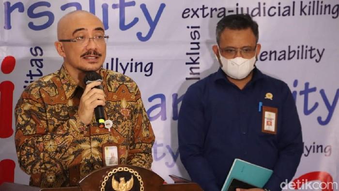 Kepala BKN, Bima Haria Wibisana dan Komisioner Komans HAM Chorul Anam jumpa pers di Kantor Komnas HAM