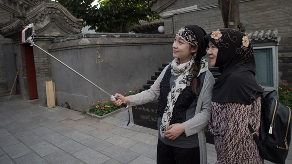 Nama Niujie mengacu pada banyaknya restoran halal di kawasan masjid yang menjual daging sapi. Niujie artinya jalan sapi yang secara administratif berada di Distrik Xuanwu, Kota Beijing. (AFP)