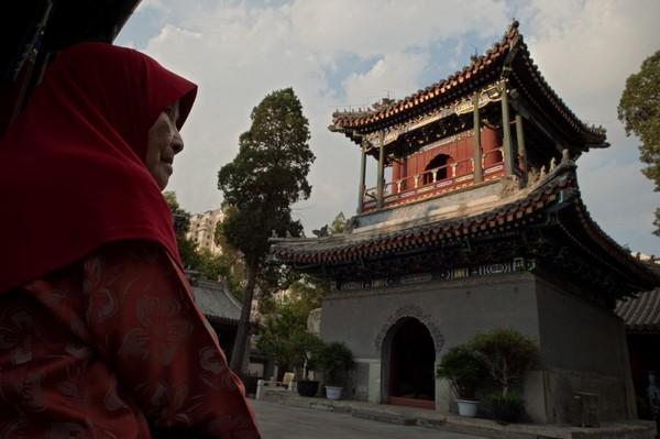 Masjid Niujie merupakan masjid tertua di Beijing. Masjid itu dibangun pada tahun 996, pada masa Dinasti Liao yang berkuasa sejak 916 M hingga 1125 M. (AFP)