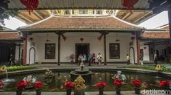 Bangunan bersejarah Candra Naya kini difungsikan sebagai lokasi vaksinasi massal. Tempat ini dipilih karena memiliki lokasi yang luas.