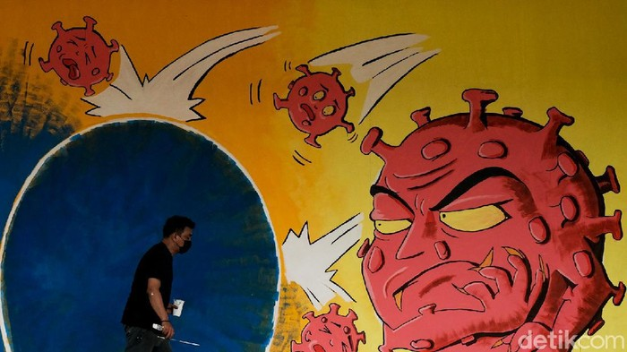Salah satu sudut di Rumah Lawan COVID Tangsel dilukis mural berbentuk virus Corona. Mural ini ditargetkan rampung dalam waktu dekat.