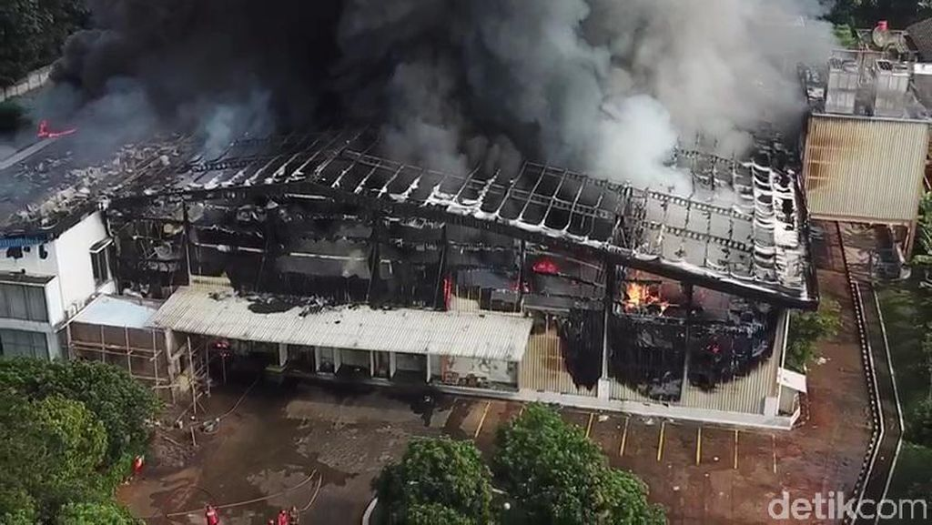 Pabrik Nugget di Purwakarta Ludes Terbakar