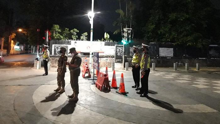 Pembatasan Mobilitas Masyarakat di Kemang, Jakarta Selatan