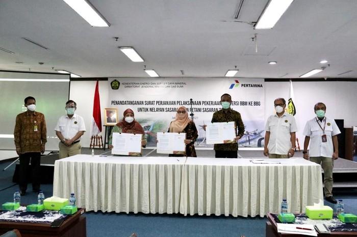 Perjanjian Pelaksanaan Pekerjaan Konversi BBM ke BBG untuk Nelayan dan Petani