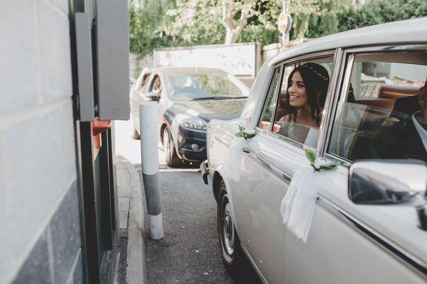 Kenang Masa Kencan Pertama, Pengantin Ini Rayakan Pernikahan di Drive Thru