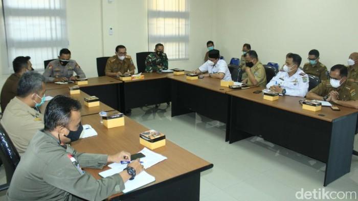 Rapat evaluasi penanganan COVID-19 di Ciamis
