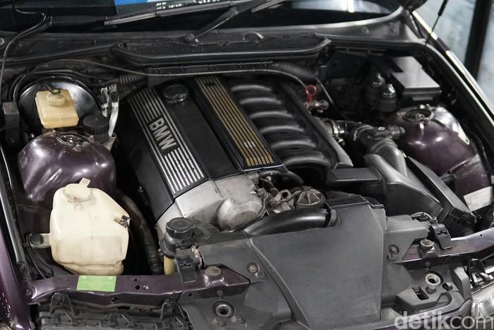 Ruang Mesin BMW E36 M50 323 1998