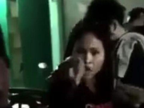 Screenshot video viral polisi syariah di Aceh dimaki pekerja salon