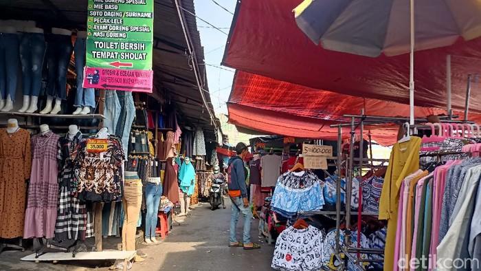Suasana di Sekitar Pasar Tanah Abang Sore