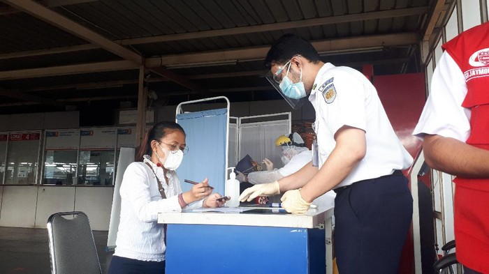 Tes antigen acak di Stasiun Bekasi (Foto: Dwi/detikcom)