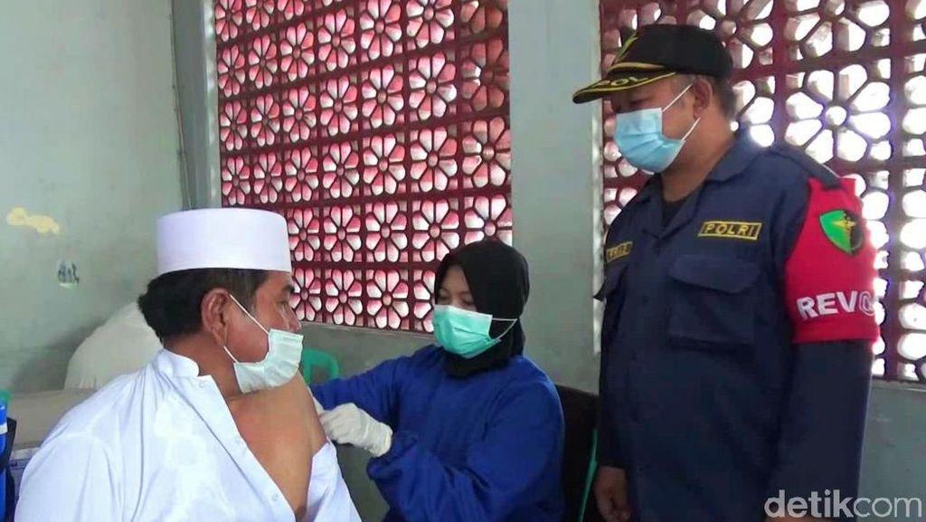 Membludak, Vaksinasi yang Digelar Polisi Diserbu Warga Banyuwangi