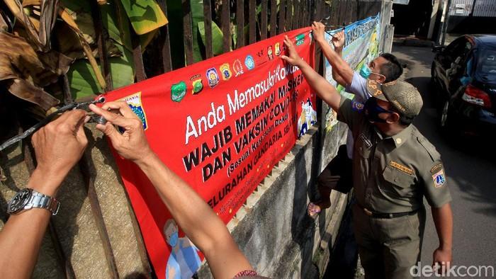 Kasus COVID-19 di Jakarta terus bertambah setiap harinya. Kawasan zona merah Corona pun kian bertambah dan tersebar di empat wilayah Ibu Kota.