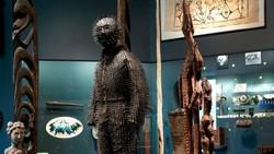 Di Zaman Baheula, Berburu Beruang Pakai Baju Ikan Buntel