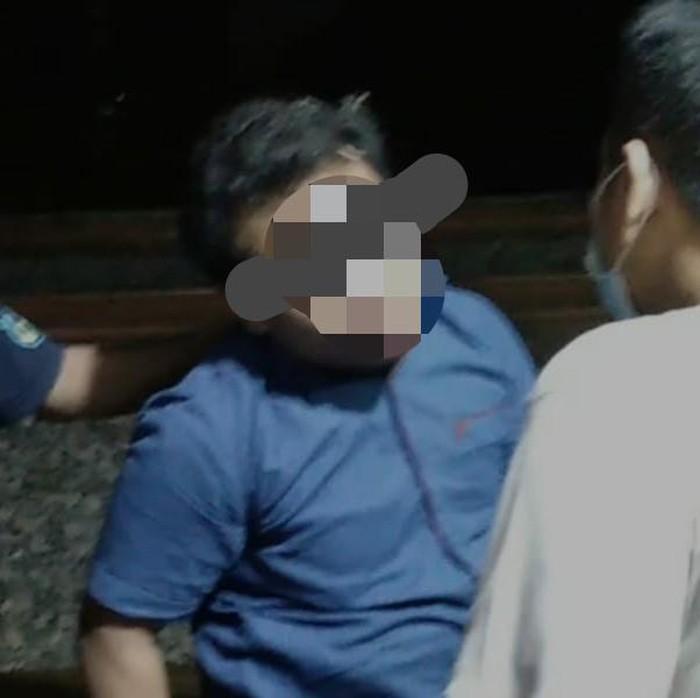 Mahasiswa di Lamongan nekat melakukan aksi begal payudara pada seorang perempuan. Ia mengaku tengah dirundung banyak masalah.