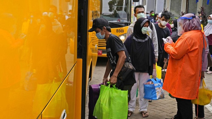 Kasus COVID-19 yang kembali melonjak di Indonesia jadi perhatian berbagai pihak. Selama beberapa hari terakhir kasus baru COVID-19 kembali melebihi 10.000 per hari.