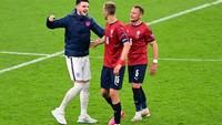 Euro 2020: Prokes Vs Kebiasaan Pemain Inggris Ngobrol sama Lawan