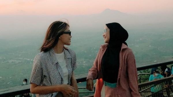 Lokasinya berada di Jalan Dlingo-Patuk No. 2, Bukit Patuk, Gunung Kidul, Yogyakarta. Jaraknya sekitar 25 menit dari kota Yogyakarta. (Heha Sky View/Instagram)