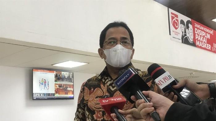 Sekjen DPR Indra Iskandar, di kompleks parlemen, Senayan, Jakarta, Rabu (23/6/2021).